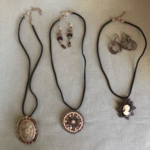 Lot of 3 peace necklace
